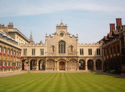 剑桥大学或实行电脑答卷 因学生字迹难以辨认