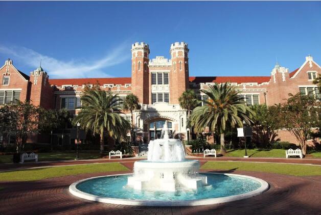 10个最昂贵的在线学院 最高成本为128,400美元
