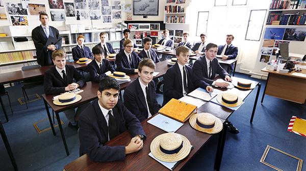 英哈罗公学学生接连遭枪击  顶级私校安全问题受关注