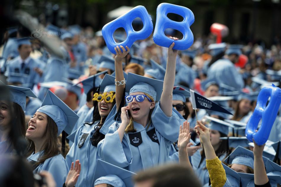 哥大雨中举行毕业典礼  中国留学生留下感人瞬间