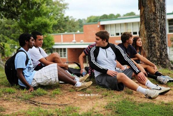 专家呼吁美国家长将孩子带离学校 抵制枪支暴力
