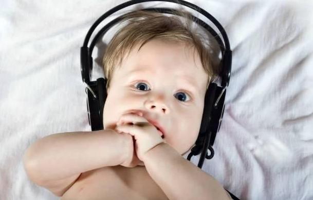 给孩子磨英语耳朵不要随便放英文歌,方法很重要!
