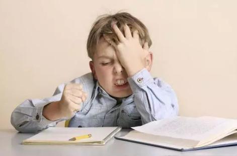 用阅读代替写作业为孩子减负可行吗?美国一所小学的做法值得借鉴