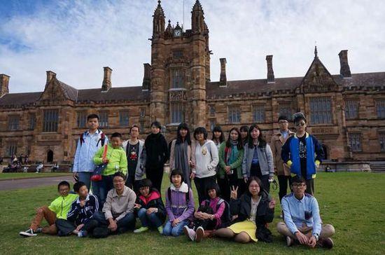 中国学生热衷海外名校游学 家长买房买车