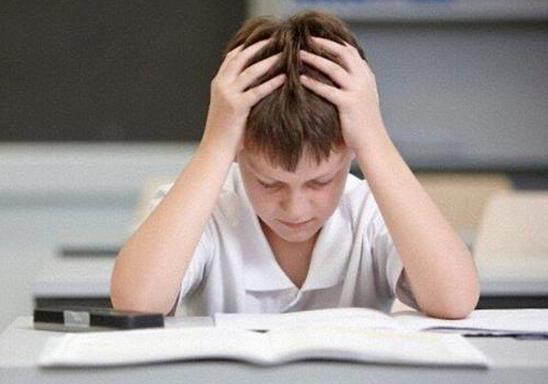 英过半家长忽视孩子心理健康 表示不知如何沟通
