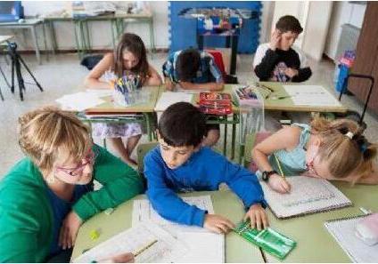 国外小学全科老师多 厉害的老师能教12门课