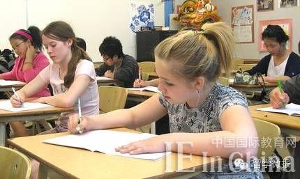 揭秘美国高中生:每天仅睡4小时 竞争始于开学!