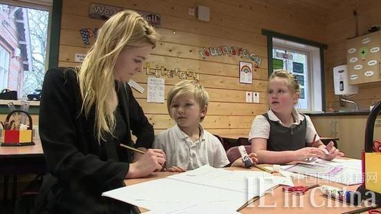 英国近4万儿童不去学校 留在家里接受教育(图)