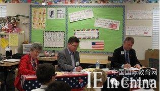 美国小学 请参议员当助教