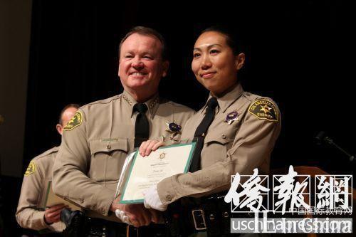 美多位华裔获颁警校毕业证书 期为华社服务