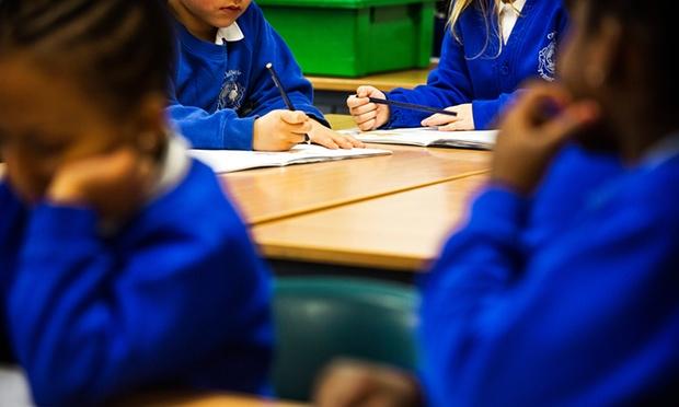 几乎一半的英国学生无法达到课程合格水平