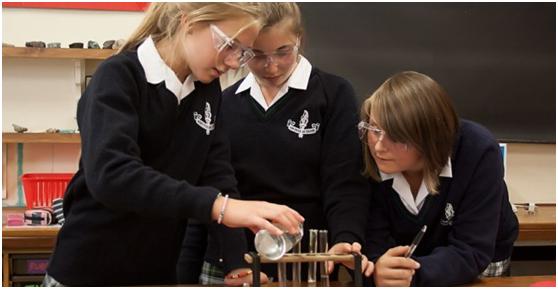 为什么英国女子中学的成绩更佳?