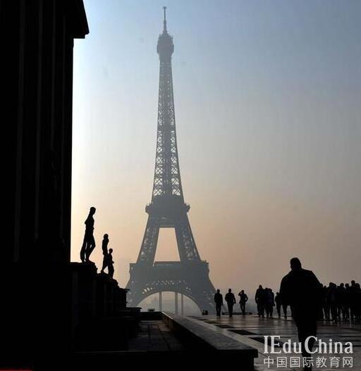 法野鸡大学涉助上千名中国学生偷渡被查