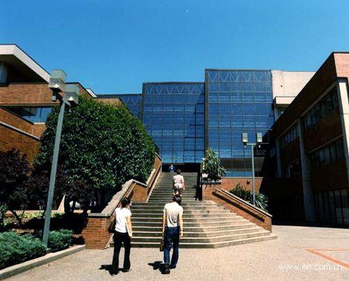 加拿大留学读社区学院的好处是什么