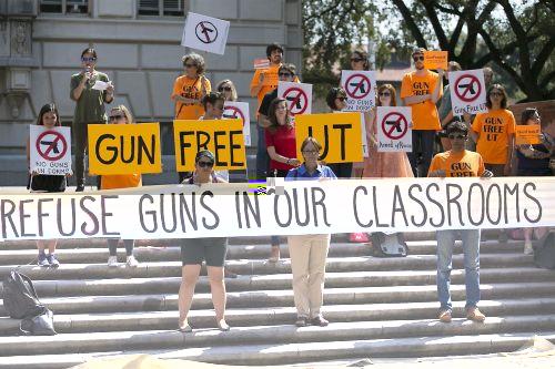 美国奥斯汀得州大学允许师生带枪上课