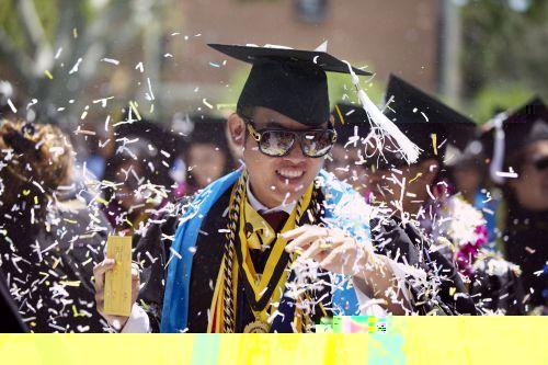 新立法鼓励加州州立大学系统学生尽快完成学业
