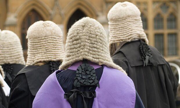 英调查:私校教育背景精英仍占据社会要职