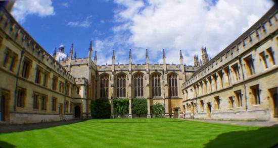 今年留学牛津剑桥难 出国培训要花十几万