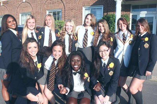 """牧师缔造的""""橙黑骑士团"""" 走近加拿大瑞德利中学"""