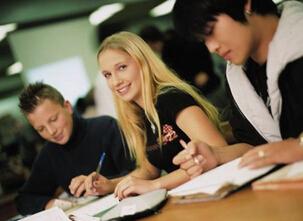 8成留学生选择回国发展 首选企业单位