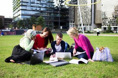 中国留澳学生呈低龄化 预科课程受青睐