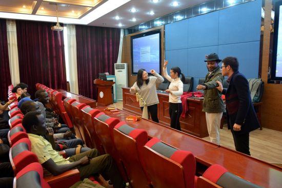 中南大学30余名留学生体验传统艺术