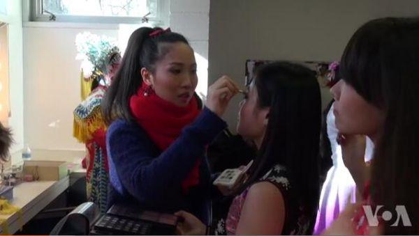 美媒:中国留学生陪读群体 多数为专职主妇