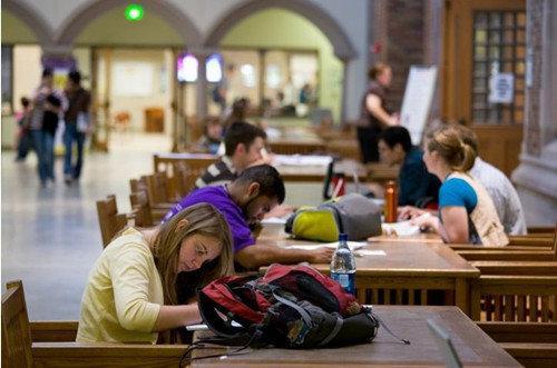美国野鸡大学骗的为何多是中国学生