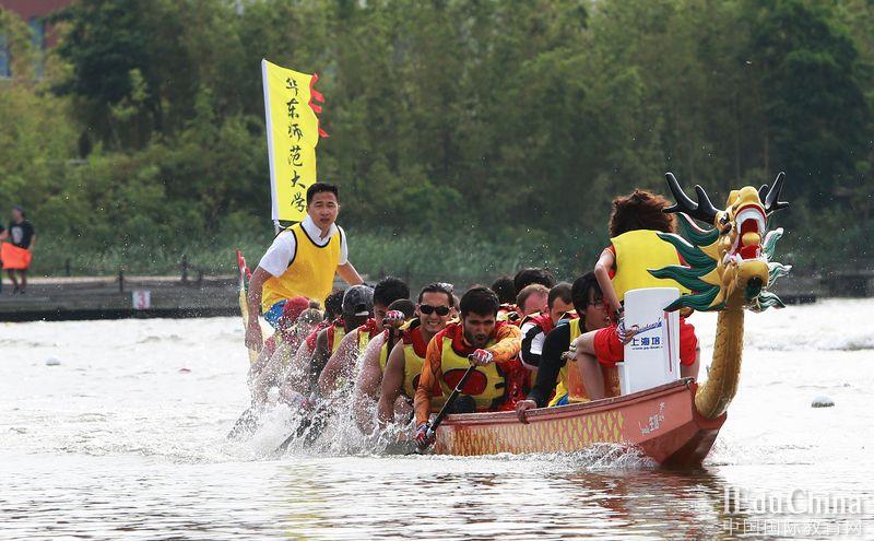 32所沪上高校留学生在华理竞渡龙舟