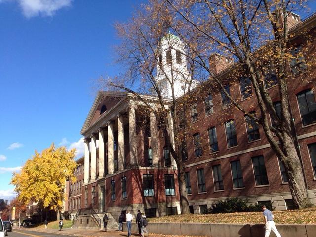 美国近3000多所大学  公认的名牌也就30所左右