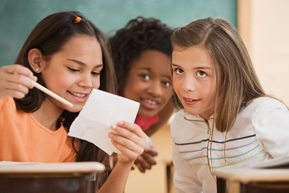 捧腹大笑:看英国小学生如何整蛊老师