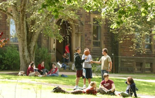 90名中国学生代缴学费被骗近100万美元 怎样交学费才靠谱?