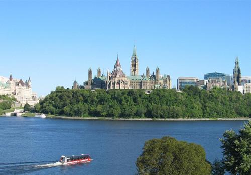 必看!出国留学去加拿大而不是美国的理由