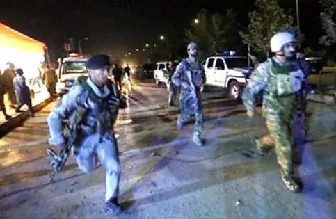阿富汗美大学遇袭数十人死伤!枪击事件的求生之道