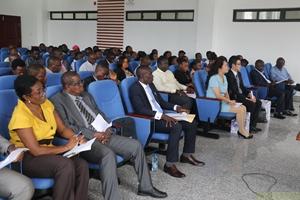 驻塞拉利昂使馆为获2016中国政府奖学金的留学生办欢送会