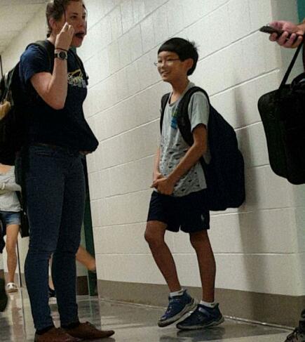 """11岁神童课堂旁听,对美国大学生说""""有问题可以问我""""爆红"""