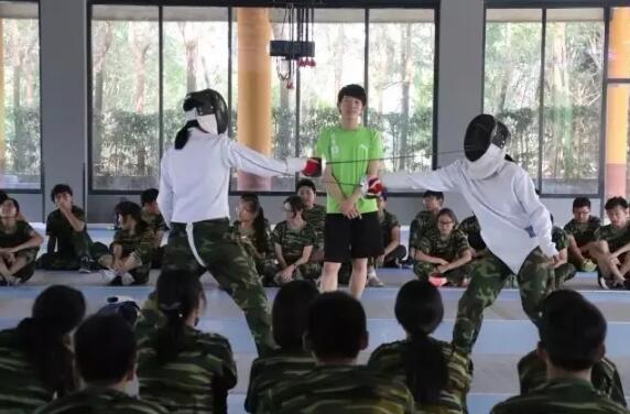 """国际学校""""花式""""军训创意多 马术击剑各种才艺齐聚首"""