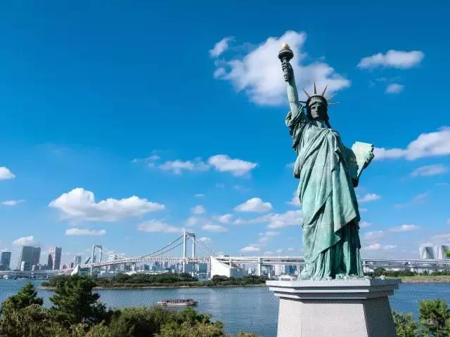 中国赴美人数逐年增长 五大原因揭露真相