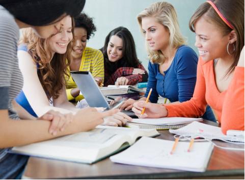 美国留学生面临很多压力:每周作业相当于考试
