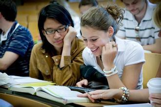 留学生压力大 在国外读书平均睡5小时?