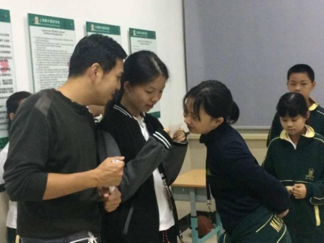 上海枫叶国际学校英语角活动趣味十足