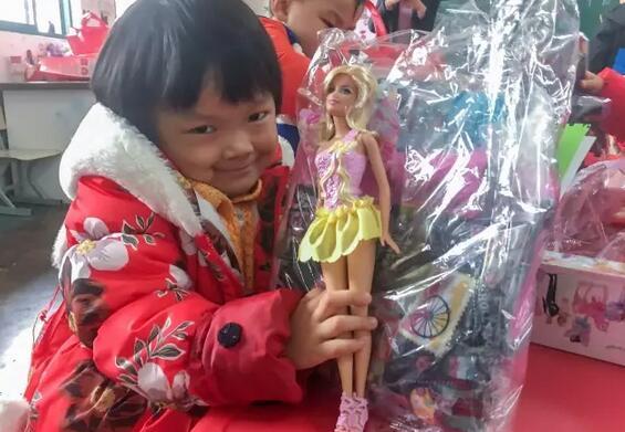 爱比知识更可贵:上海美国学校向外传递爱心