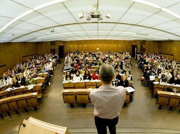 中国留学生上课不说话 急坏美国教授