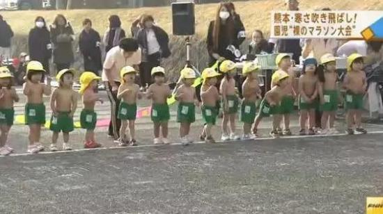 """日本幼儿园举办冬日""""裸跑""""网友:这才是战斗民族"""