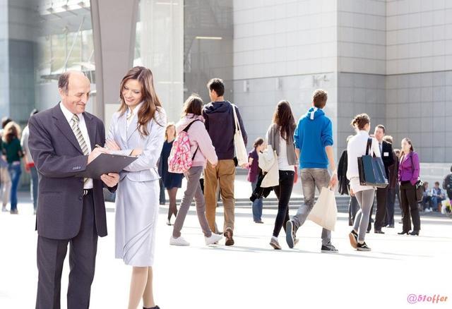国外留学 这6大专业女性就业薪水高于男性
