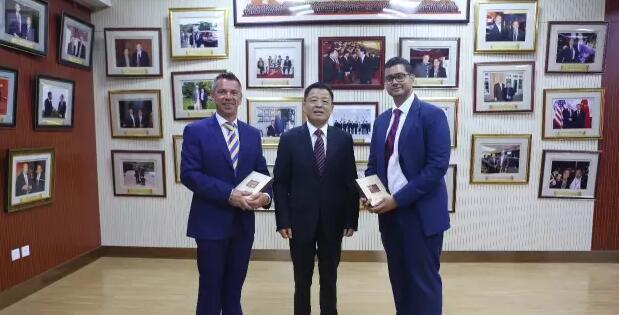 迪拜国王教育集团领导访问北京王府学校