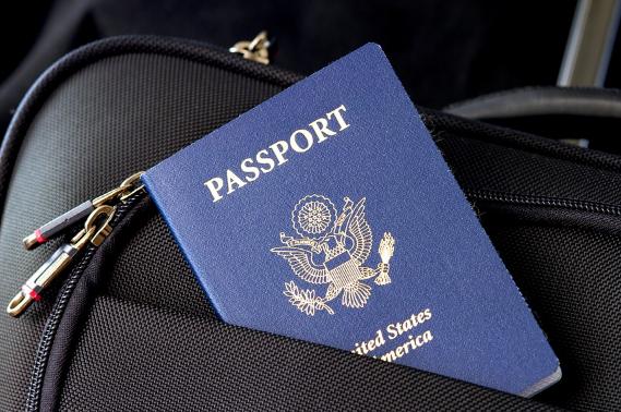 加拿大留学须知:8月3I日起护照将有第三种性别选择