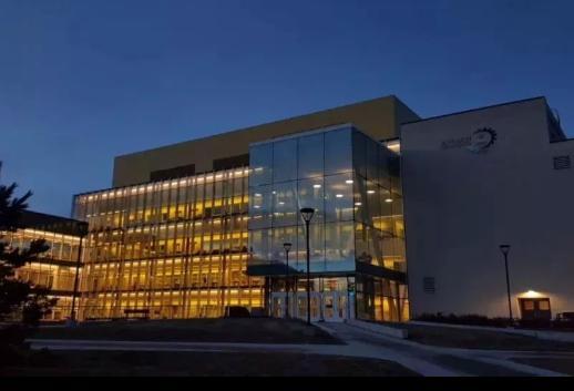 加拿大留学:文/理/工/商四大专业和推荐院校怎么选?