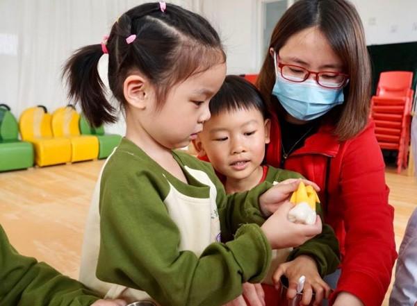 校社联动 中国牙病防治基金会携手北京市大地实验幼儿园开展儿童龋齿预防讲座